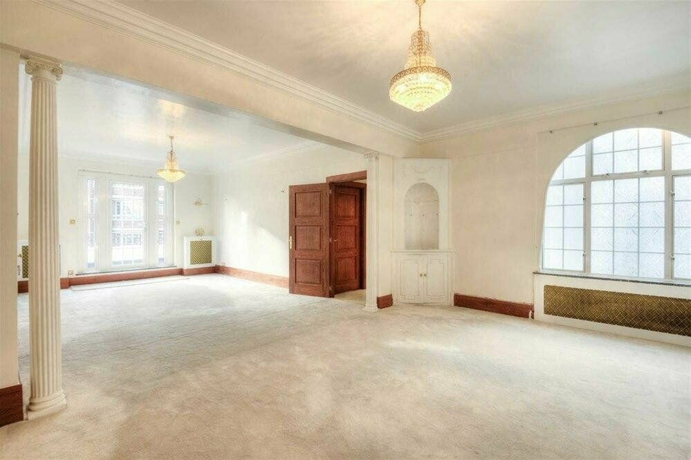 STUNNING! 4 Bedroom apartment on the affluent Marylebone Road!