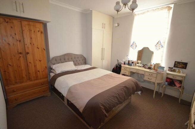 *Spacious 2 bed property just minutes away from Straford station and Westfield shopping centre*