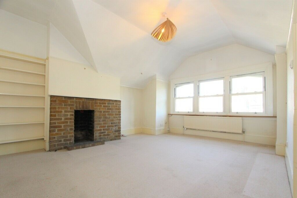 HUGE ONE BEDROOM**MOMENT WALK FROM EAST FINCHLEY STATION**CLOSE TO SHOPS