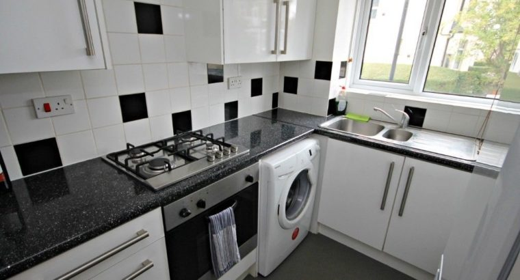 One Bedroom Ground Floor Flat – Mins To Tube