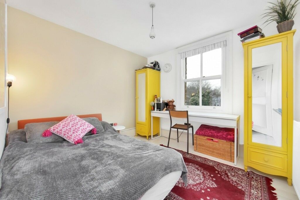 Lovely Top Floor Victorian Conversion Moments from Mile End with great shops, pubs and restaurants