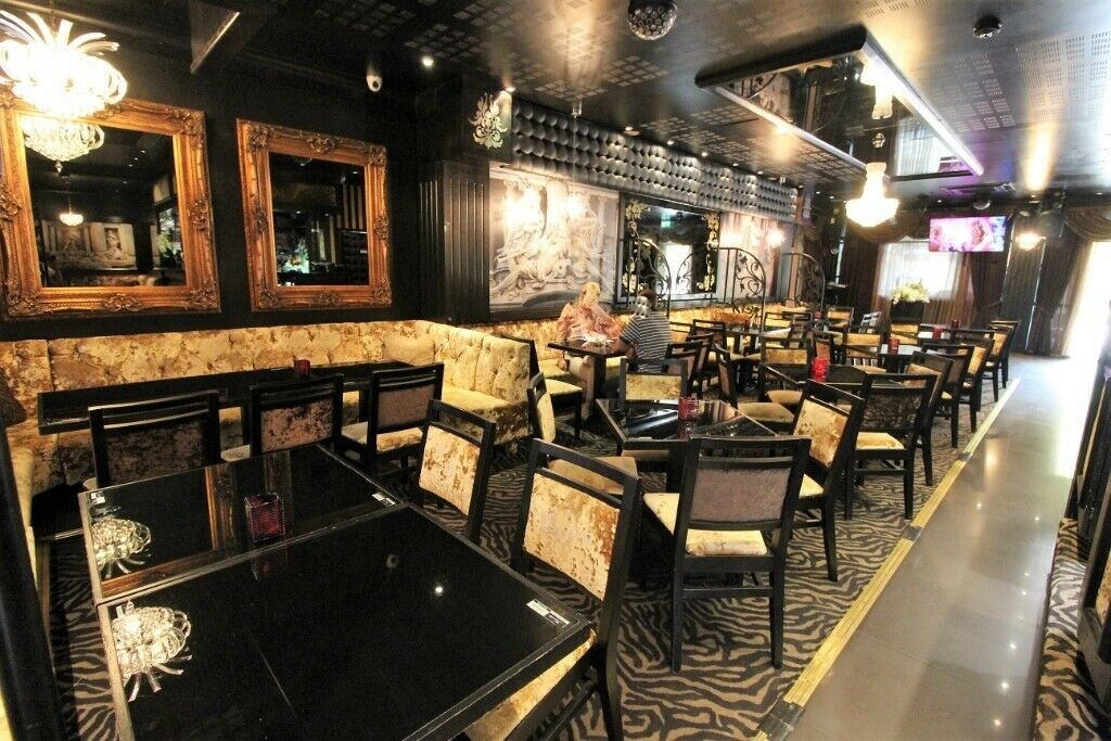 Out Class and High Spec Restaurant and Lounge in Barking with backyard and Plenty of Parking