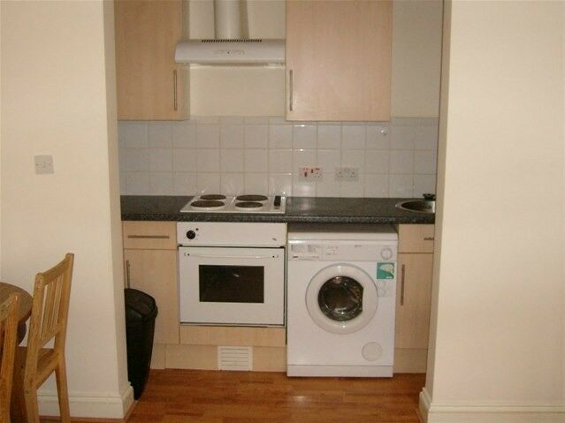 BRIGHT SPACIOUS 1 BEDROOM FLAT NEAR ZONE 2 NIGHT TUBE, HIGH ROAD LOCATION, 24 HR BUSES & SHOPS