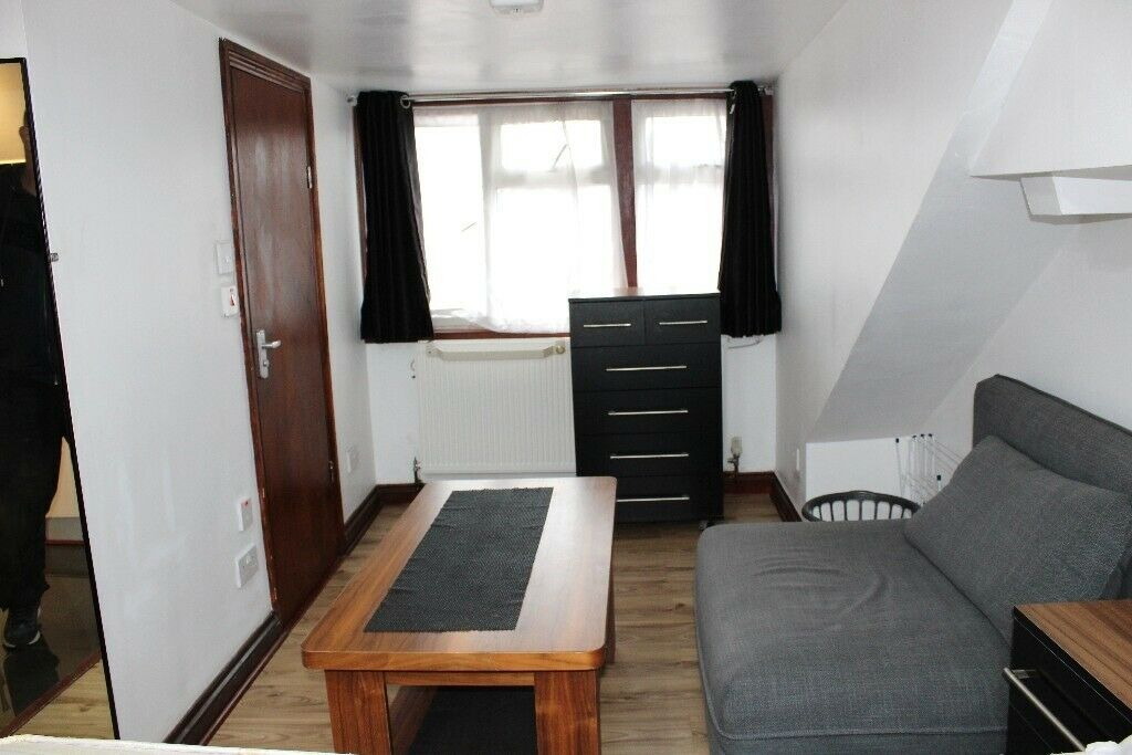 ALL BILLS INCLUDED! SUPER LARGE DOUBLE STUDIO NEAR ZONE 3 NIGHT TUBE, TRAIN, 24HR BUSES & SHOPS