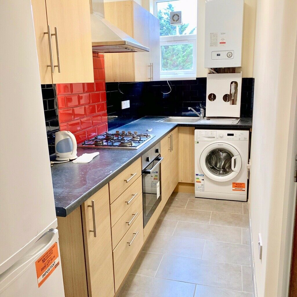 NEW BUILD 2 BEDROOM FLAT ABOVE LOCAL SHOPS 15 MINS WALK TO GREENFORD TUBE STATION TO LET