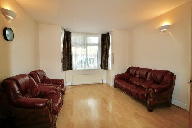 Massive 4 Bedroom House with Large Garden in Chingford £2,100