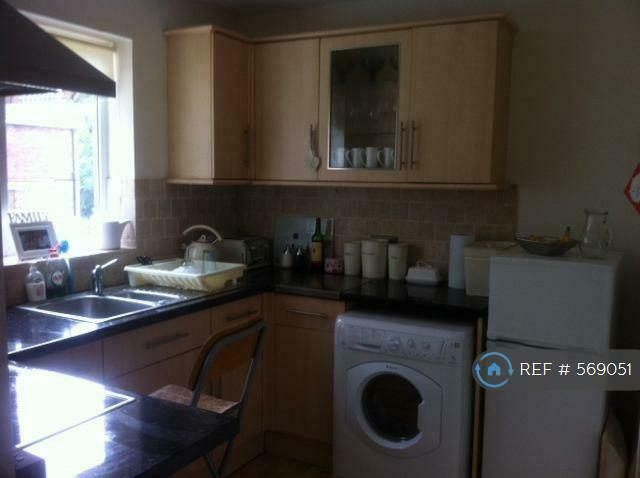 2 bedroom flat in North Chingford, London, E4 (2 bed) (#569051)