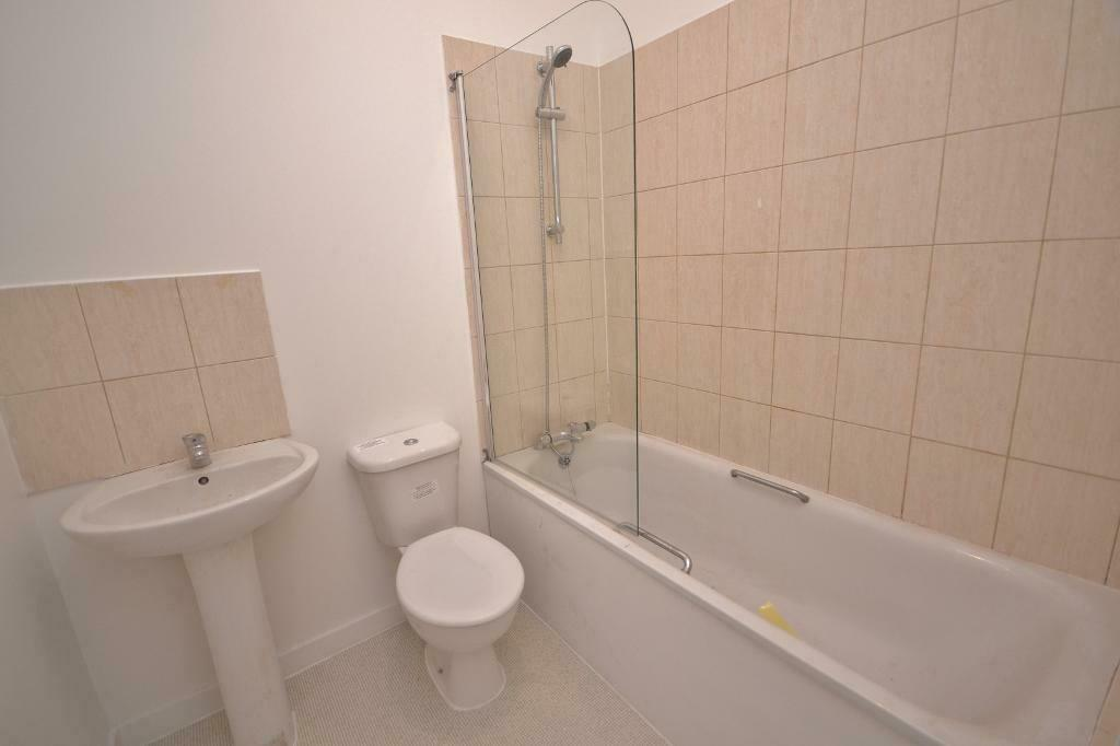 Studio flat in High Street, High Barnet, EN5