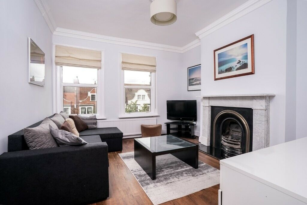 Luxury 2 bedroom flat to rent in Maida Vale & close from Queens Park Station available now