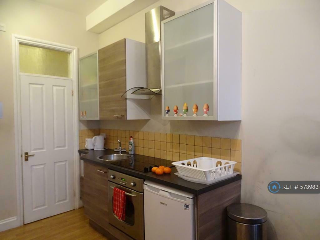 1 bedroom flat in Finchley Road, London, NW3 (1 bed) (#573983)