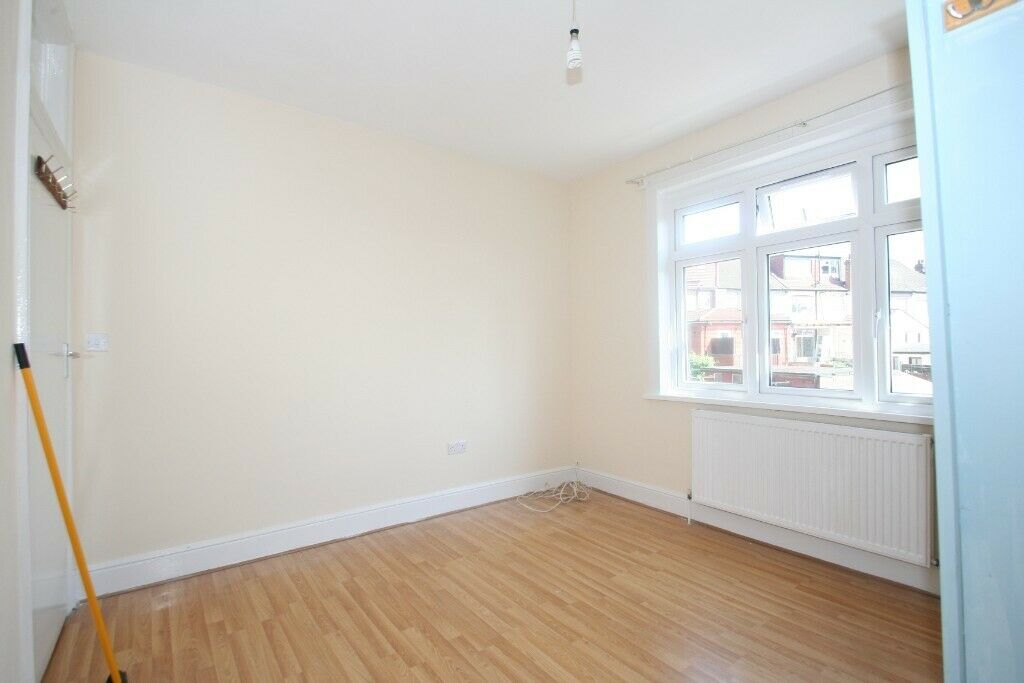 Bright, Two Bedroom Flat walking distance from Brent Cross Shopping Centre