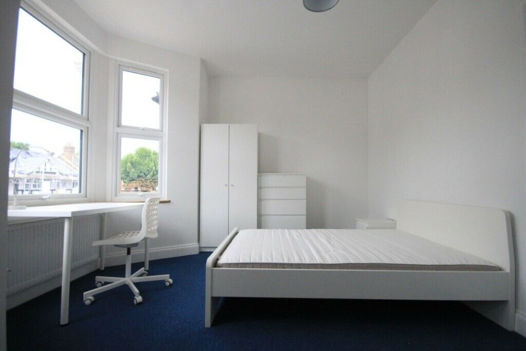 pleased to present this recently built bedsit. Walking distance to Ilford Shopping Centre