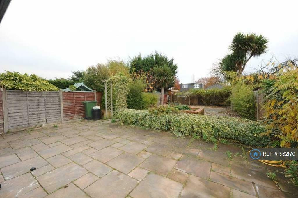 1 bedroom in Priors Gardens, Ruislip, HA4 (#562190)