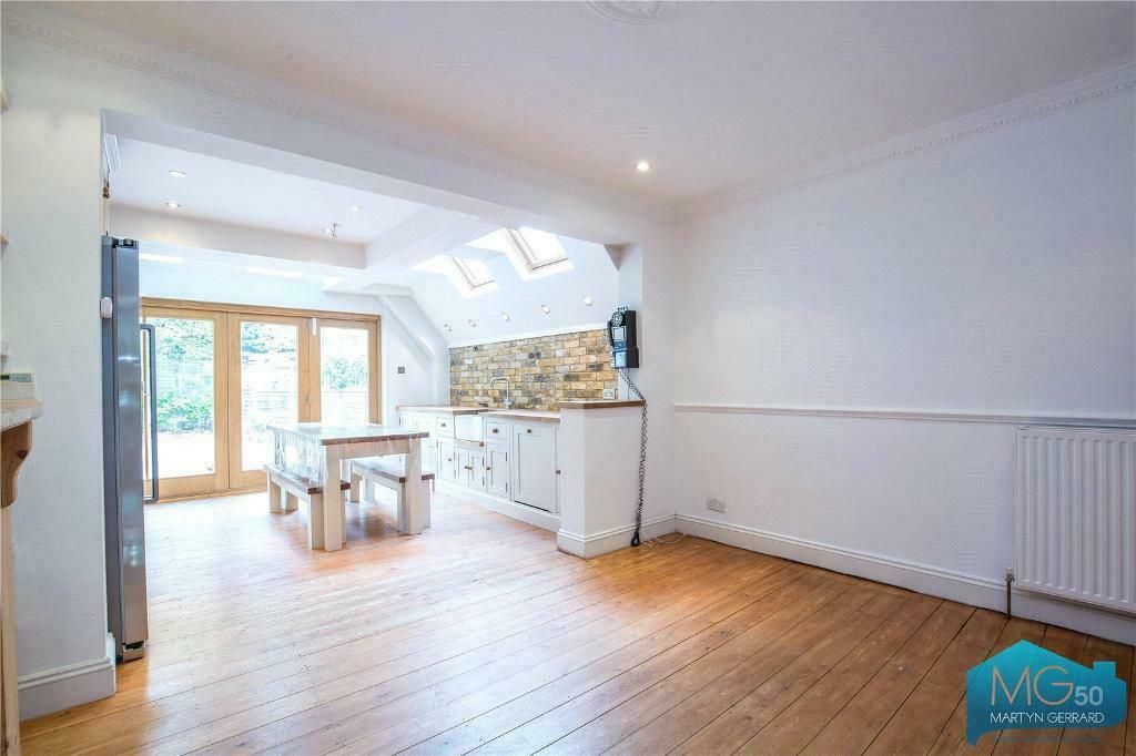 3 bedroom house in Mount View Cottages, Barnet Road, Barnet, Hertfordshire, EN5