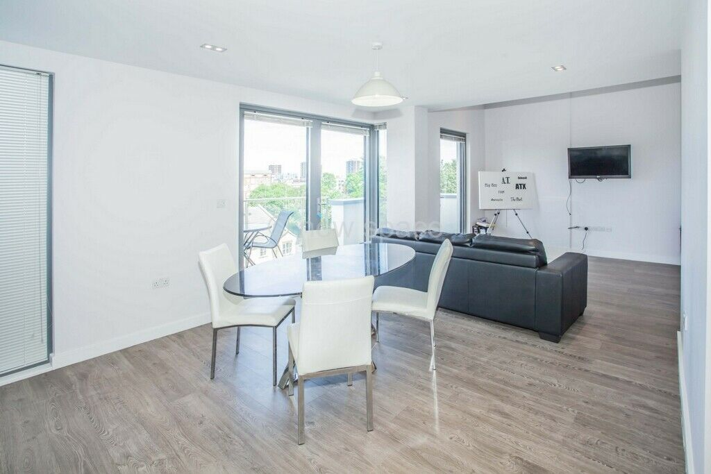 3 bedroom flat in Pindoria House, Mintern Street, Hoxton, N1