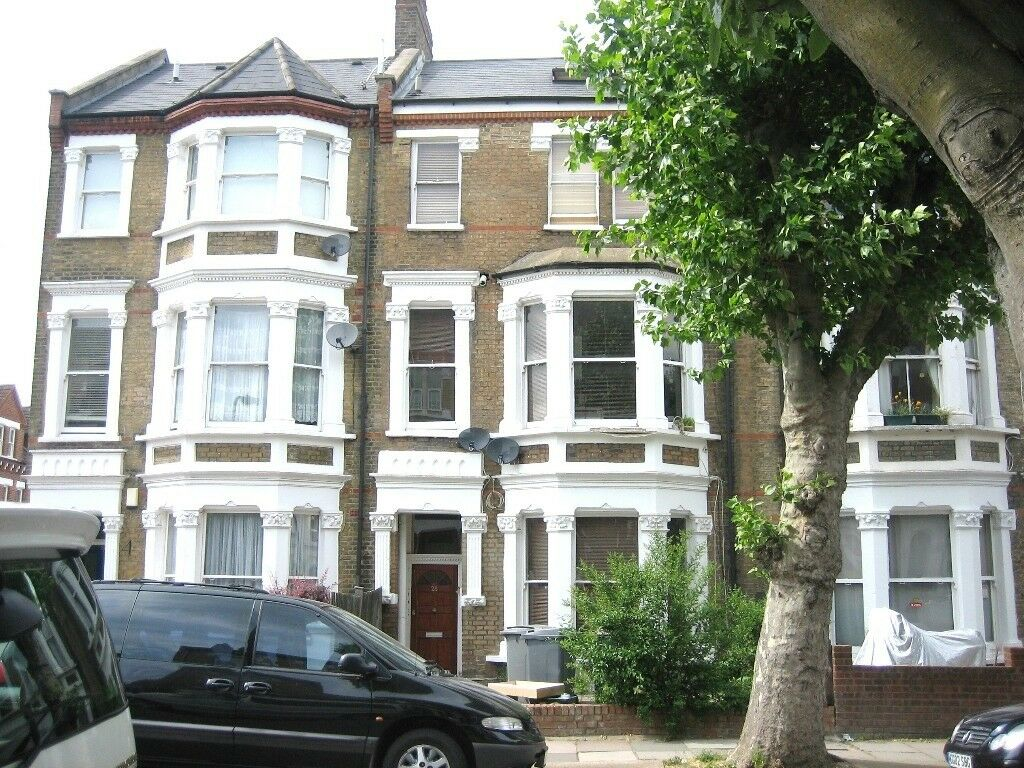 GORGEOUS DOUBLE STUDIO FLAT PERFECTLY LOCATED NEAR ZONE 2 TUBE, TRAIN, 24 HOUR BUSES & SHOPS