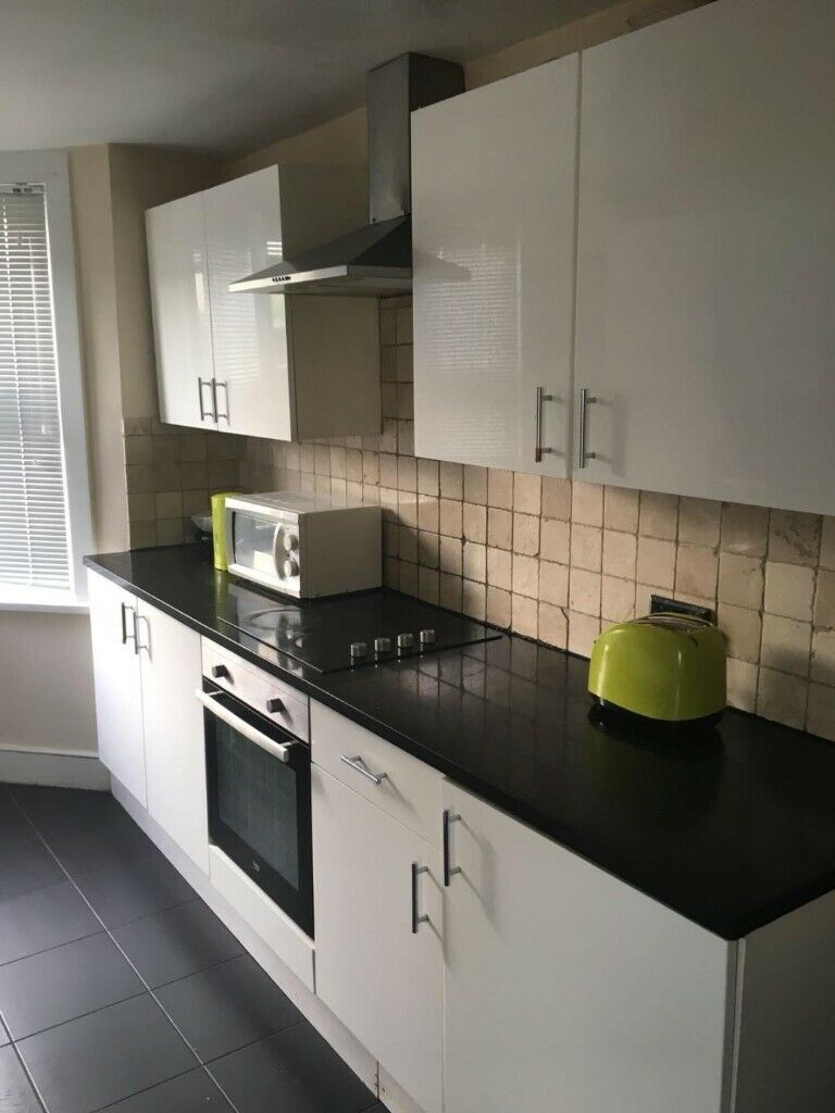 4/5 bed house for rent in Leyton