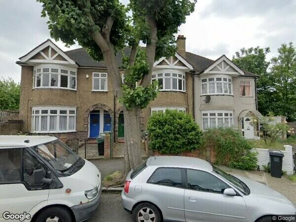 large 4 Double Bedroom House with garden – A short walk to Hither Green station – DSS WELCOME