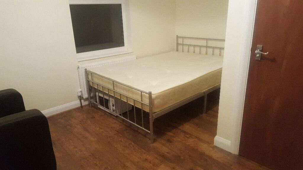 GOOD TRANSPORT LINKS !!! ..AVAILABLE NOW.. STUDIO IN WALTHAMSTOW E17 4LJ..£949 ALL BILLS INCLUDED !