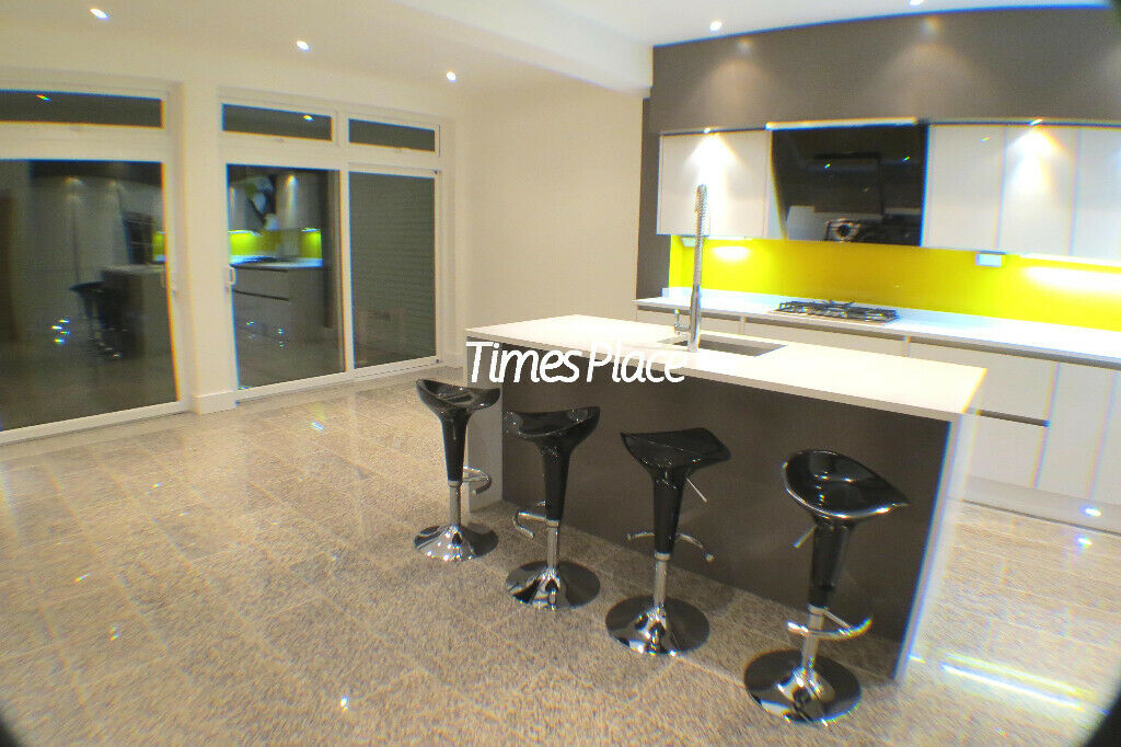 **Stunning 5 Bedroom Detached House to Rent**