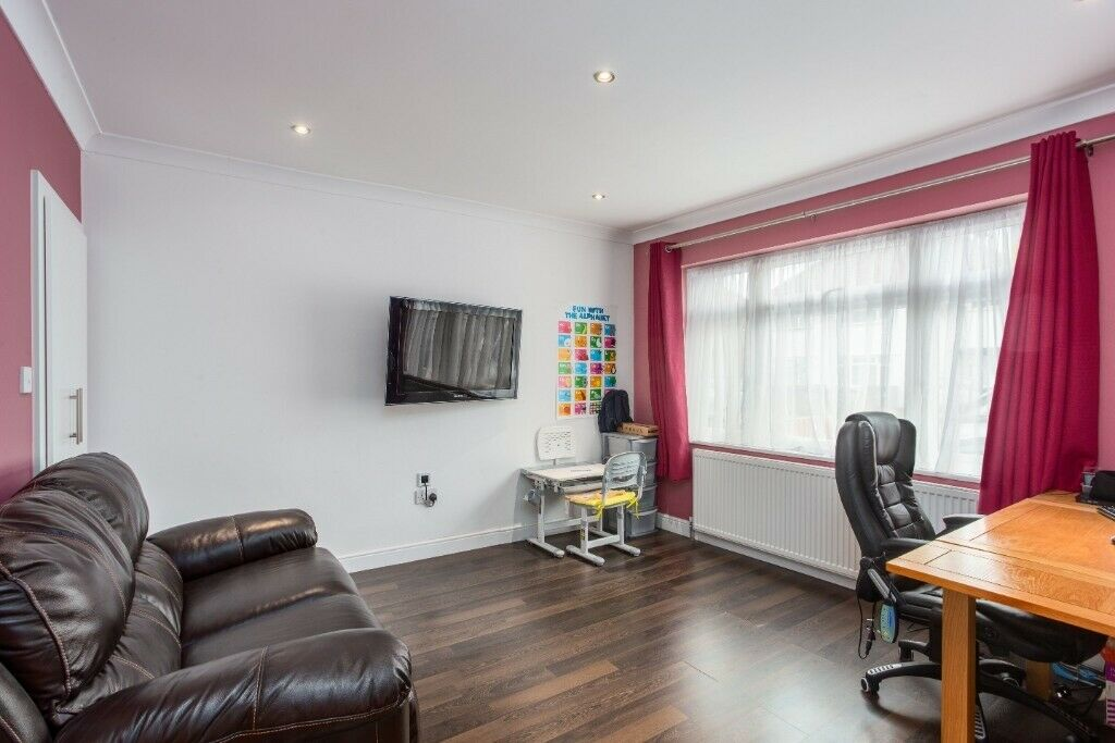 Splendid 3 Bedroom House in Hounslow