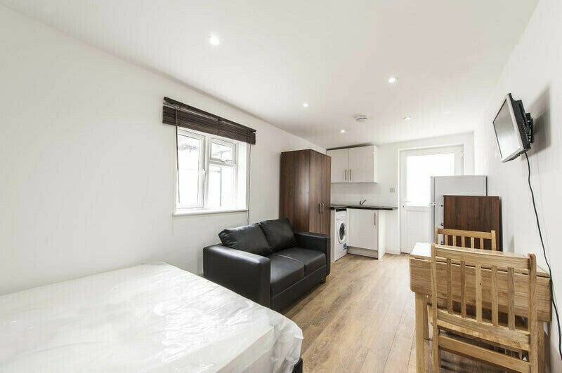 Studio flat en-suite to let in Hendon