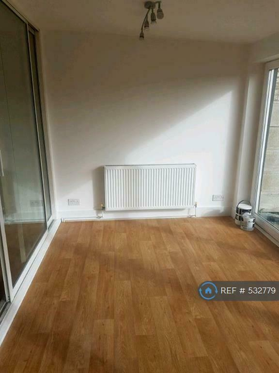 3 bedroom house in Strood Avenue, Romford, RM7 (3 bed) (#532779)