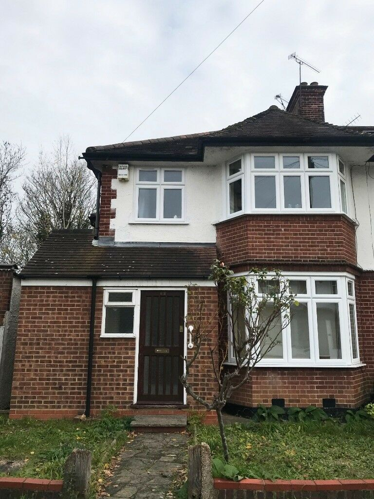BRILLIANT 5 BEDROOM SEMI-DETACHED HOUSE TO RENT FOR STUDENTS IN KINGS CLOSE, HENDON, NW4 2JT